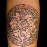 Tatuagem de mandala -  As mandalas são capazes de permear a PAZ. (Foto: divulgação)