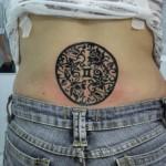 Tatuagem de mandala floral nas costas (Foto: divulgação)