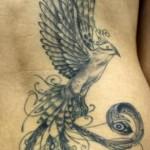 Tatuagem de fênix sombreada (Foto: divulgação)
