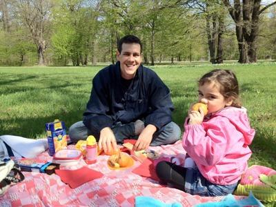 Na Alemanha, os pais fazem piquenique com seus filhos. (Foto: Divulgação)