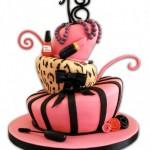 Bolo rosa decorado com muita criatividade (Foto: divulgação)