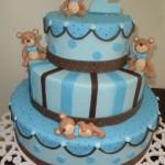 Bolo azul decorado com ursinhos marrons (Foto: divulgação)