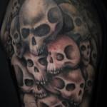 Tatuagem de caveira masculina com vários crânios (Foto: divulgação)