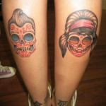 Tatuagem de caveira mexicana nas pernas (Foto: divulgação)