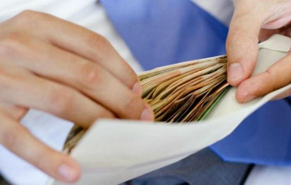 Saque o dinheiro do FGTS, abono ou seguro-desemprego com o cartão cidadão.