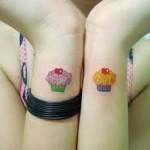 Tatuagem de cupcake nos pulsos (Foto: divulgação)