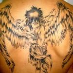 Tatuagem de anjo com as asas abertas (Foto: divulgação)