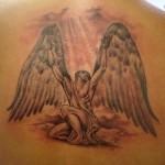 Tatuagem de anjo evocando a luz divina (Foto: divulgação)