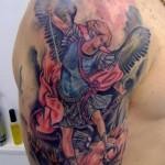 Tatuagem de São Miguel Arcanjo (Foto: divulgação)