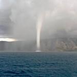 Tornado com tromba d'agua (Foto: divulgação)