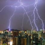 Tempestade de raios sobre a cidade proporciona lindas imagens (Foto: divulgação)