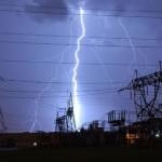 Raio caindo na rede elétrica (Foto: divulgação)
