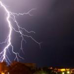 A descarga elétrica das nuvens formam lindas imagens no céu (Foto: divulgação)