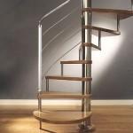 A escada caracol deixa a decoração mais charmosa. (Foto:Divulgação)