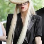 Lady Gaga usa chapéu de cabelo (Foto: divulgação)