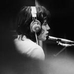 Mick Jagger durante gravação em Londres, no ano de 1968 (Foto: divulgação)