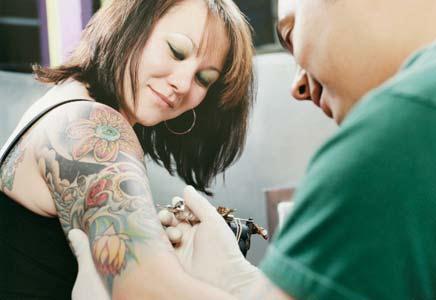 Para alguns, a tatuagem causa prazer (Foto: Divulgação)