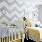 Cinza, branco e amarelo na decoração do quarto de bebê. (Foto:Divulgação)