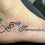 Tatuagem escrita feminina no pé com estrela (Foto: divulgação)