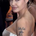 Tatuagem escrita em Árabe no ombro (Foto: divulgação)