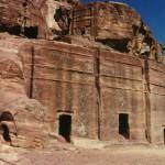 Petra é um importante enclave arqueológico na Jordânia (Foto: divulgação)
