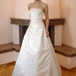 Vestido de noiva simples com saia godê (Foto: divulgação)
