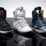 Sneakers coloridos com cadarços.