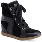 Sneaker Esdra Dixie  na cor preta é uma excelente opção par quem prefere discrição.(Foto: Divulgação)
