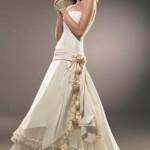 Vestido romântico com detalhe no quadril e flores (Foto: divulgação)