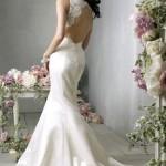 Vestido de noiva moderno com decote ousado nas costas (Foto: divulgação)