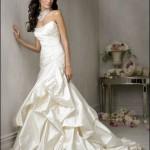Vestido de noiva com um ar de antigo e também de moderno (Foto: divulgação)