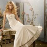 Sofisticada e inovadora, a noiva moderna pode optar por um vestido diferente (Foto: divulgação)