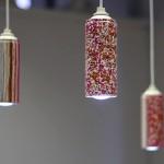 Luminária com latinhas de spray (Foto: divulgação)