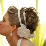 Tiara com flor de tecido (Foto: divulgação)