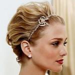 Tiara delicada ideal para cabelos curtos (Foto: divulgação)