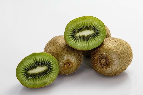 O kiwi possui muitas fibras e, portanto, é ótimo contra a prisão de ventre. (Foto: Divulgação)