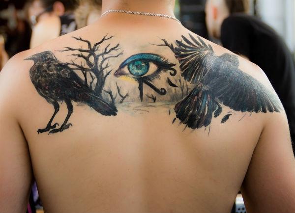 Tatuagem em cima da omoplata (Foto: Divulgação)