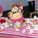 Mesa do tema Alice no País das Maravilhas (Foto: divulgação)