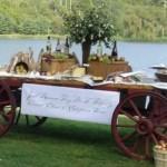Até a roda de carroça tem espaço na decoração de casamento. (Foto:Divulgação)