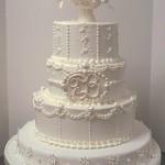 A decoração do bolo pode ser feita com itens da mesma cor do bolo (Foto: Divulgação)