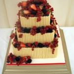 As frutas também podem decorar o bolo (Foto: Divulgação)