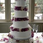 As flores podem ser utilizadas na decoração do bolo (Foto: Divulgação)