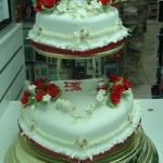 O bolo em formato de coração remete aos românticos (Foto: Divulgação)