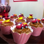 Cupcakes decorados com caminhão de bombeiro. (Foto:Divulgação)