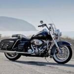 A Road King Classic, assim como outras motos da Harley-Davidson, ganharão novidades na linha 2012-2013 (Foto: Divulgação)