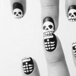 A nail art com caveiras é uma tendência. (Foto:Divulgação)