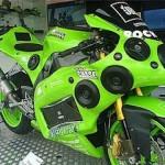 Moto tunada que ganhou um potente equipamento de som (Foto: Divulgação)