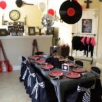 Disco de vinil e guitarra não podem faltar na decoração da festa. (Foto:Divulgação)