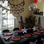 Preto e vermelho são cores clássicas na decoração da festa Rock. (Foto:Decoração)