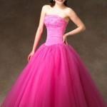Vestido rosa choque para festa de 15 anos. (Foto:Divulgação)